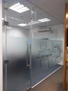 Vách kính văn phòng – vách kính cường lực