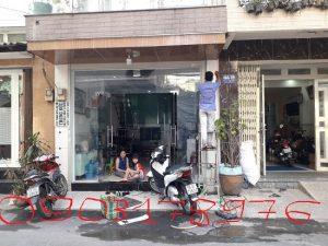 Cửa kính văn phòng mặt tiền – Thợ lắp cửa kính mặt tiền